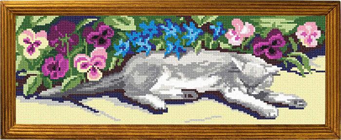 S18 — Кіт серед фіалок