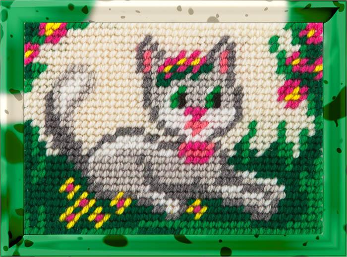 X2129 — Киця серед квітів