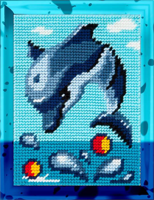 X2229 — Дельфін грається в воді